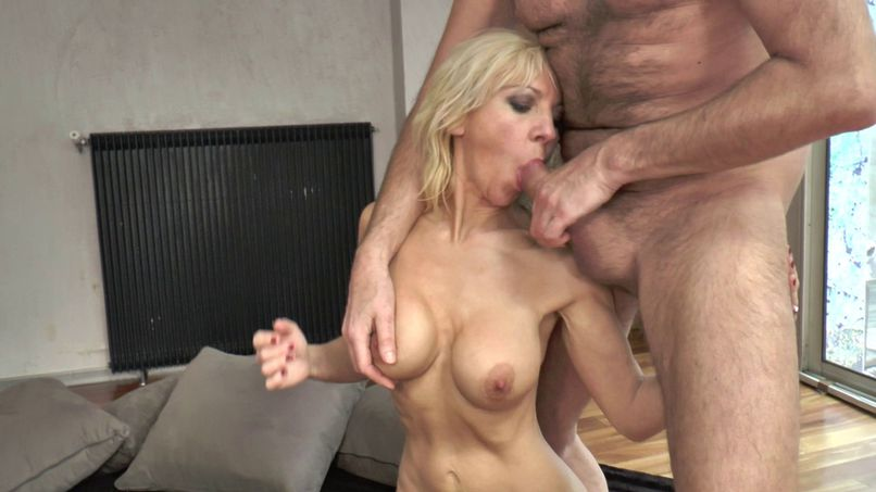 Thérèse, a beautiful cougar offered by her husband! - Tonpornodujour.com