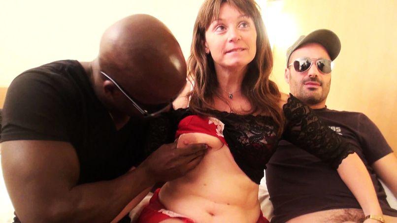 Sylvie, very slutty cougar gets caught in an extreme gang bang! - Tonpornodujour.com