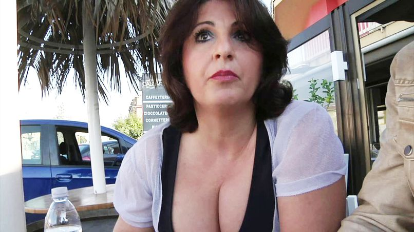 Her husband watches her get fucked by a stranger! - Tonpornodujour.com