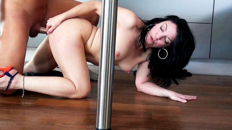 Nina turns to hard sex for the first time! - Tonpornodujour.com