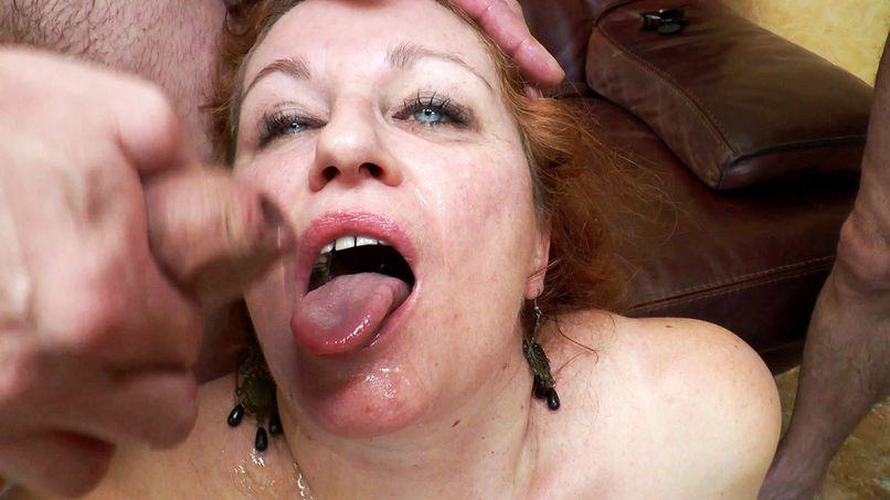 Diane, a big slut, receives a good double penetration! - Tonpornodujour.com