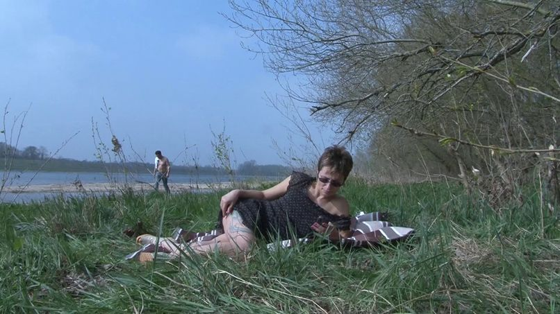 Virginie cheats on her husband by the river! - Tonpornodujour.com