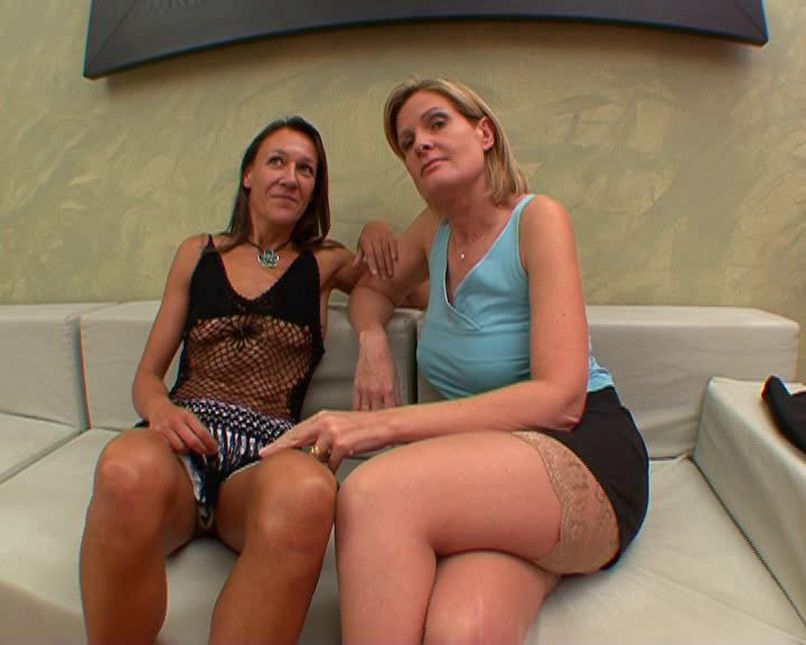 Lou and Florence, two busty milfs very sluts collect cocks in the ass! - Tonpornodujour.com