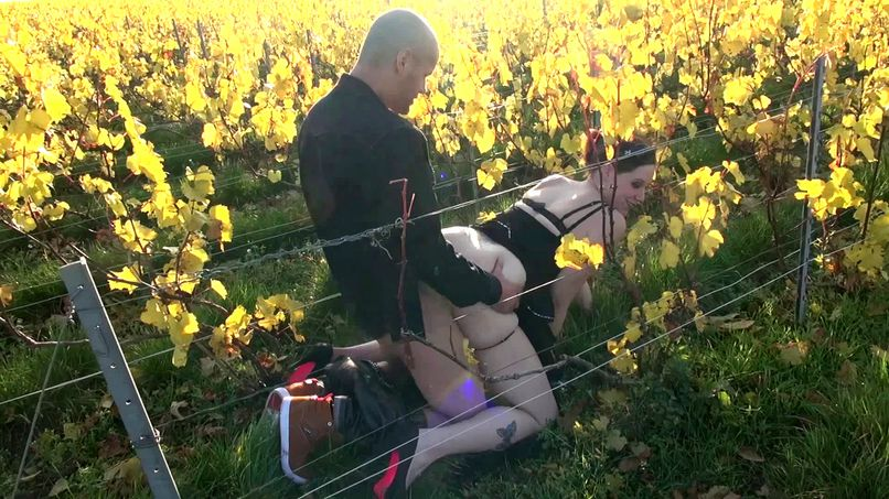 Good threesome fuck in the middle of the vineyards with the beautiful Lana! - Tonpornodujour.com