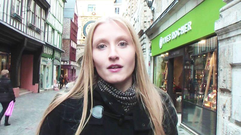 Kelly shows us her favorite libertine club! - Tonpornodujour.com