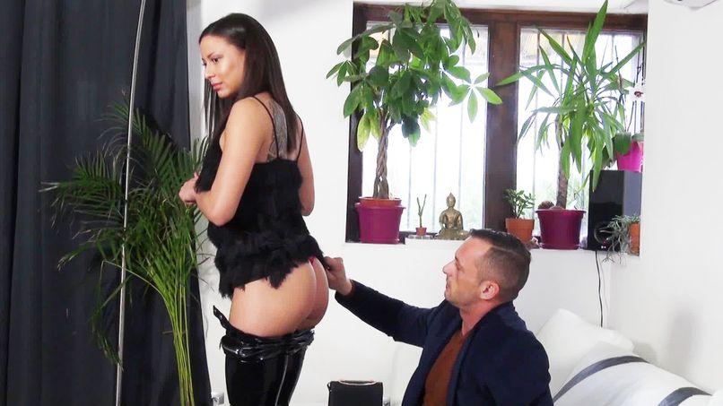 A big cock for the job interview of this beautiful slut Cassie! - Tonpornodujour.com