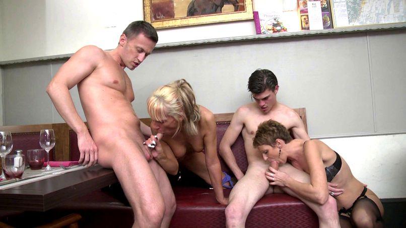 Three mature sluts fucked in an orgy - Tonpornodujour.com