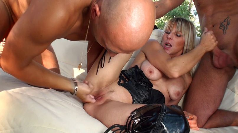 Franie our pretty milf is testing gang-bang in the woods! - Tonpornodujour.com