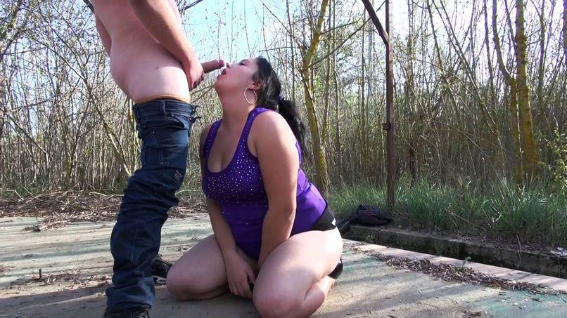 Elisabeth, 18, dildoing, sucking and fucking outdoors! - Tonpornodujour.com