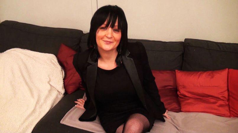 Gina, a busty slut offers a good sodomy! - Tonpornodujour.com