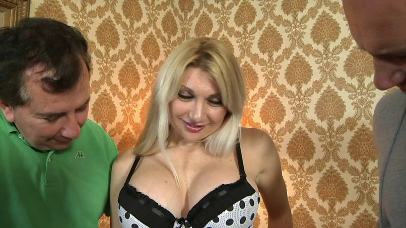Lisa, a blonde with big breasts reveals all her holes to our lucky guy! - Tonpornodujour.com