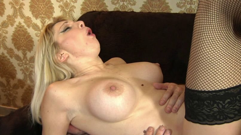 Lisa tests double at her parents' house in Naples! - Tonpornodujour.com
