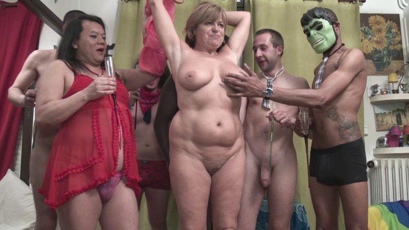 Gang-bang of mature femma at Pataye, the queen of Parisian libertine parties - Tonpornodujour.com