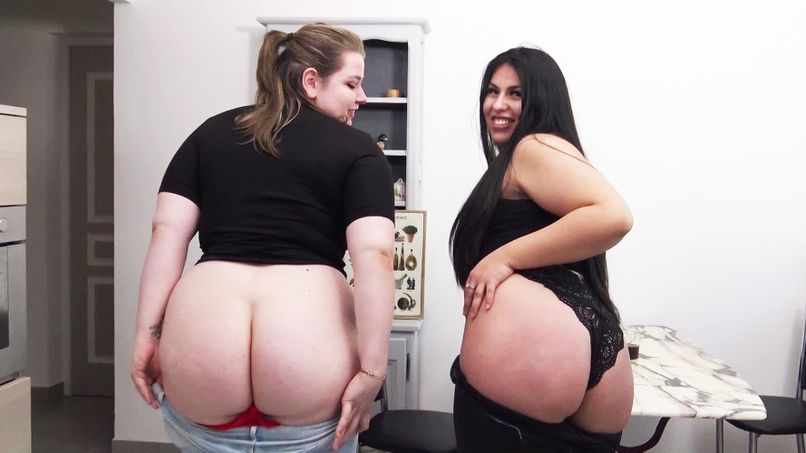 Duel of young sluts for a big cock between Gloria and Anaïs! - Tonpornodujour.com