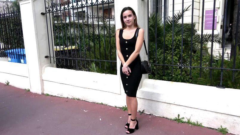 Natalia, a young slut who can never get enough of big cocks! - Tonpornodujour.com
