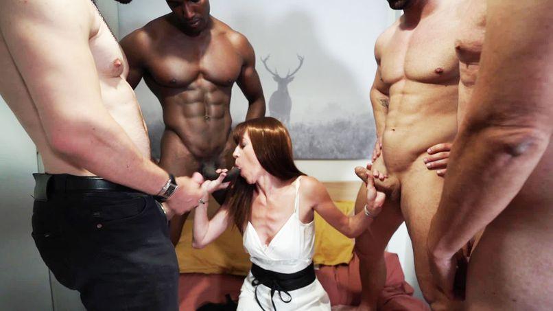 Anna, the terrible gang-bang of the mature slut! - Tonpornodujour.com