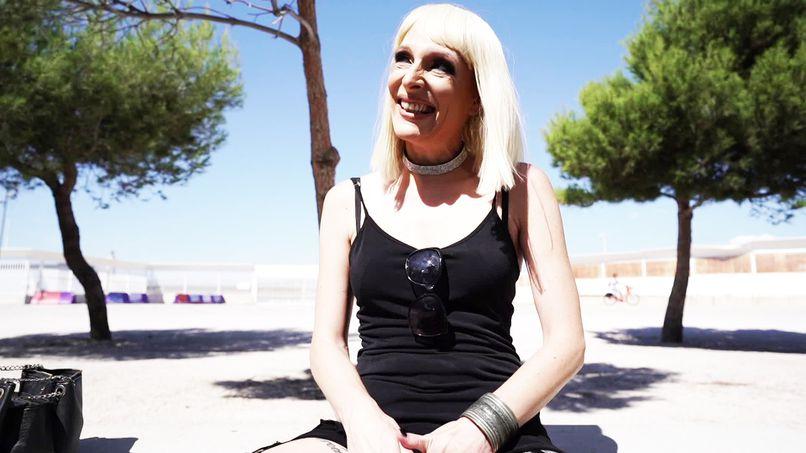 Amelia, a 35-year-old amateur slut who loves lingerie! - Tonpornodujour.com