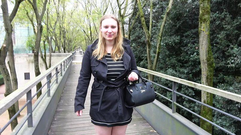 Mélodie, a beautiful 22-year-old busty blonde young woman, fucks a fan! - Tonpornodujour.com