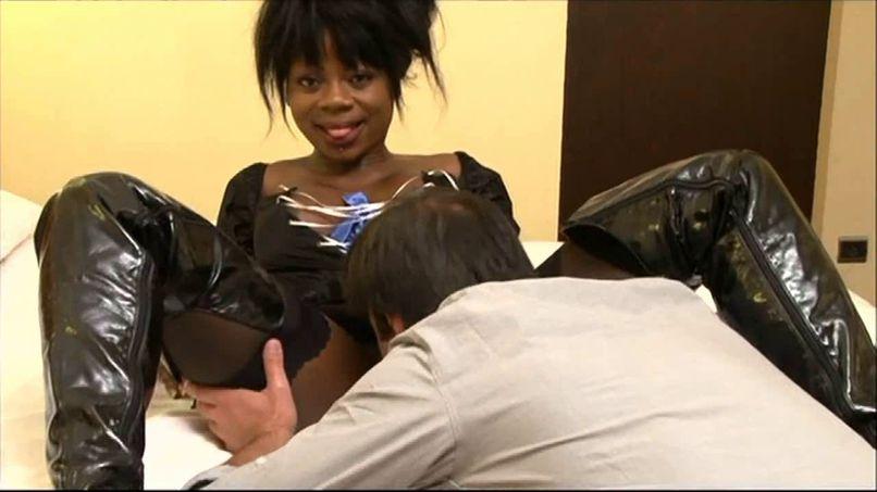 Naomie gets a good sodomy in a scenario! - Tonpornodujour.com