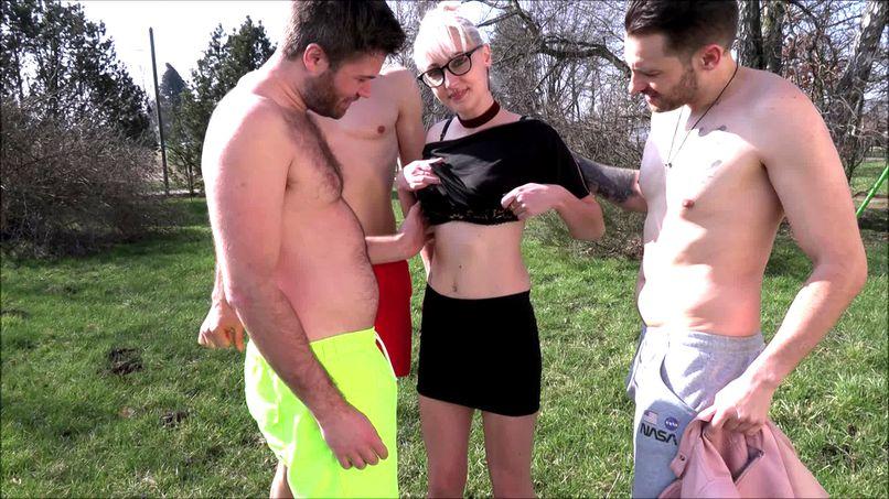 Three big cocks, the new record for Anna, big blonde slut! - Tonpornodujour.com