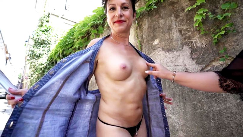 Beautiful 45-year-old cougar, Carole loves young men with big cocks! - Tonpornodujour.com