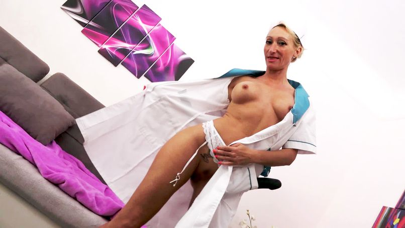 Total fucking based on hard anal for Betty, a very inspired cougar slut! - Tonpornodujour.com